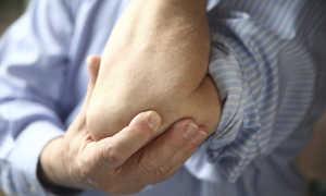 От чего боли в коленях и локтях и как называется эта болезнь